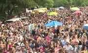 Dezenas de blocos animam o carnaval de rua em São Paulo