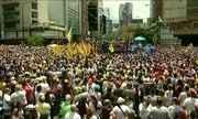 Milhares de venezuelanos protestam contra a proibição imposta a Henrique Capriles