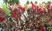 Manifestantes se reúnem na orla de Copacabana para pedir saída de Michel Temer