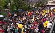Professores estaduais paralisam atividades e aulas são suspensas em cidades do RS