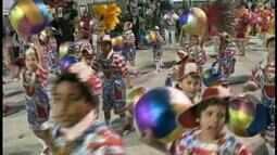 Comissão de carnaval de Uruguaiana, RS, justifica o descumprimento de portaria judicial