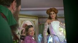 A Vila festeja os casamentos de Gina e de Juliana