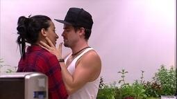 Rafael se declara para Talita: 'Demorei pra perceber. Te amo'