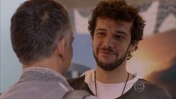 Pedro se despede de Vicente, que viaja para Londres