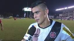 Autor de um dos gols, Emanuel Biancucchi deixa campo cheio de dores