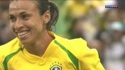 Marta marca cinco gols e se torna a maior artilheira entre homens e mulheres pela Seleção