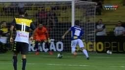 Gabriel Xavier faz boa jogada, mas Luiz evita o gol cruzeirense aos 24' do 2º tempo