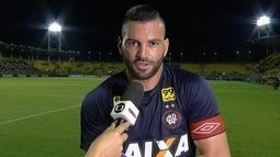 Wéverton comemora vitória e defesa de pênalti contra o Fluminense