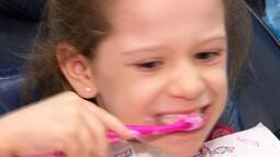Cuidados com a saúde bucal devem ser tomados desde o início da infância