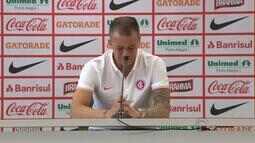 D'Alessandro se emociona ao anunciar saída do Inter