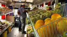 Ônibus da Ceasa leva frutas fresquinhas e mais baratas às ruas de Juazeiro do Norte