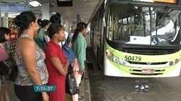 População reclama de demora em linha de ônibus, em Goiânia