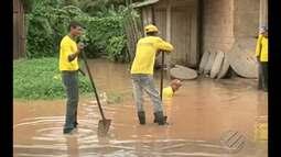 Servidor é flagrado desentupindo bueiro sem proteção em Itaituba no PA