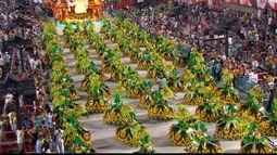 Chico Spinoza comenta os desfiles das escolas Império da Tijuca e Renascer de Jacarepaguá