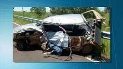 Duas pessoas morrem após colisão de carro e carreta, afirma PRF