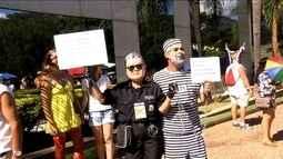 Bloco Pacotão mantém tradição de cantar marchinhas de protesto em Brasília