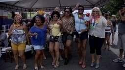 Blocos de carnaval agitam foliões em vários cantos do DF