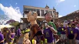Ladeiras de Ouro Preto estão tomadas de foliões
