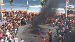 Vendedores ambulantes fazem protesto no circuito Barra-Ondina em Salvador