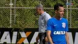 Enquanto aguarda Balbuenna para a zaga, Corinthians treina para maratona de jogos