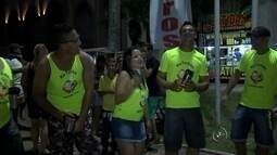 Foliões se reúnem e curtem tradicional carnaval em praça de Guaraci