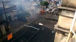Incêndio atinge terreno ao lado de estacionamento na Carlos Gomes, em Salvador