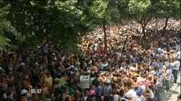 Blocos de rua reúnem milhares de foliões no fim de semana após o carnaval no Rio