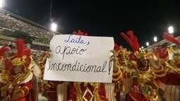 Integrantes da Beija-Flor manifestam apoio a Laíla durante Desfile das Campeãs, no Rio