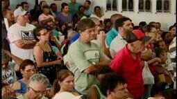 Servidores grevistas em Divinópolis pressionam Câmara por negociação de salário