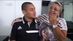 Conheça Dona Alexandrina, a mãe coruja de Wellington Paulista