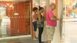 Pagamentos de aposentados e pensionistas ainda não foram regularizados no RJ