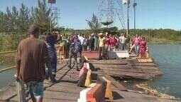 Travessia de veículos para a Barra do Ribeira continua interrompida