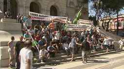 Caminhoneiros fazem protesto por regularização de vagas em Santos