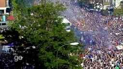 Ônibus do Real é recebido com muita festa dos torcedores na chegada ao Santiago Bernabéu