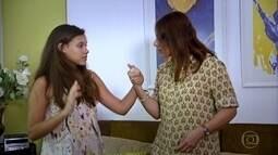 Família no RJ vive tensão de mãe na menopausa e de filha na puberdade
