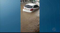 Forte chuva causa alagamento em Guarabira, na Paraíba