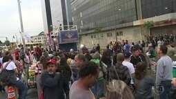 Professores estaduais mantém greve
