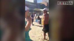 Aécio Neves é hostilizado na praia do Leblon, no Rio