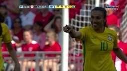 Marta aproveita o rebote dentro da área e abre o placar para o Brasil sobre o Canadá
