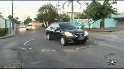 Motoristas reclamam de falta de sinalização em rua de Goiânia