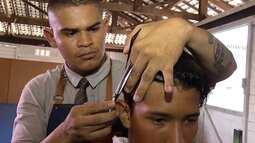 Barbeiro garante atendimento gratuito a jovens do bairro da Terra Firme, na capital