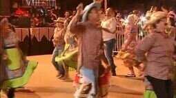 Quadrilhas juninas e capoeira animam o Arraiá da Amizade em Gurupi