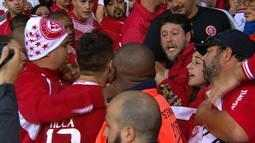 Alex discute com torcedor após derrota para o Botafogo