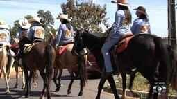 Cavaleiros viajam 80 km para ir à Festa do Divino Pai Eterno, em Trindade