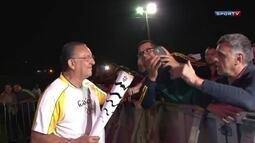 Galvão Bueno participa do revezamento da Tocha Olímpica