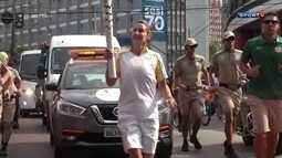 Summer Sanders, bicampeã olímpica de natação, participa do revezamento da tocha