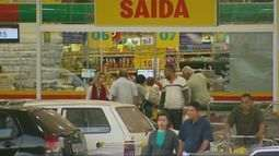 Ladrões roubam mais de R$ 50 mil de supermercado em Varginha (MG)
