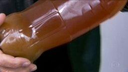 Descarte correto do óleo de cozinha evita danos à tubulação e ao meio ambiente