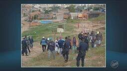 Famílias tentam ocupar área irregular em Campinas mas são retiradas por agentes públicos