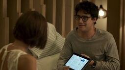 Henrique descobre que Andrea está grávida